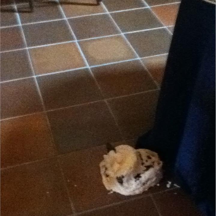 wedding-cake-fall-floor
